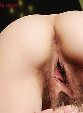 Amateur wife spreading her big hairy cunt